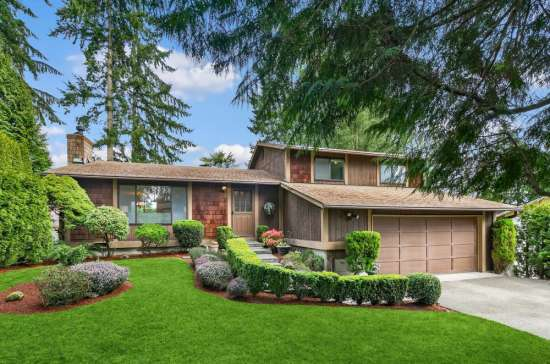 Ideally Located Redmond Tri-Level